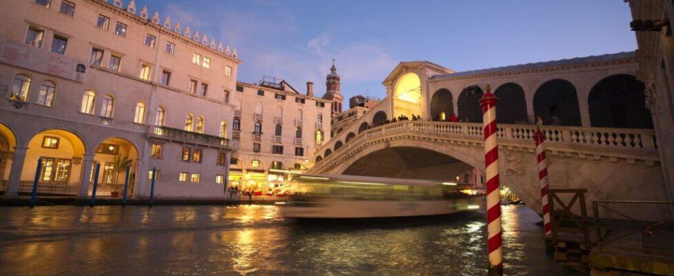 rialto bridge sunset