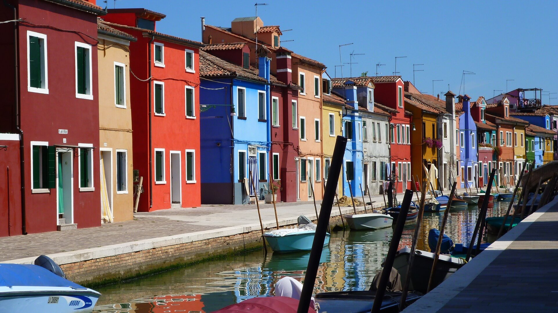 houses in burano venice