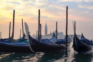 venice sunrise gondola